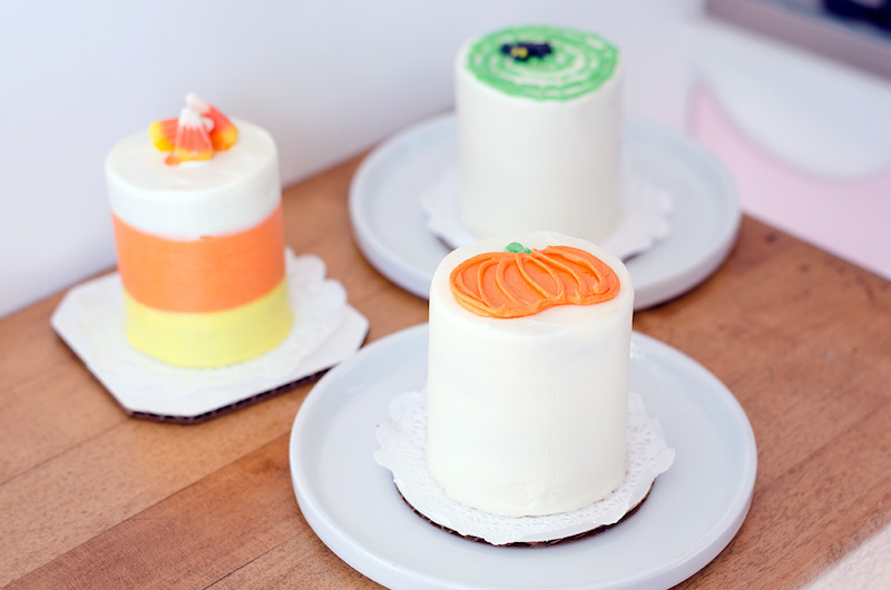 cake-monkey-halloween-mini-cakes