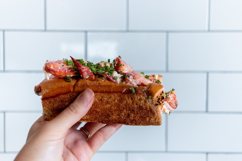 lobster-roll-broad-st-oyster-co