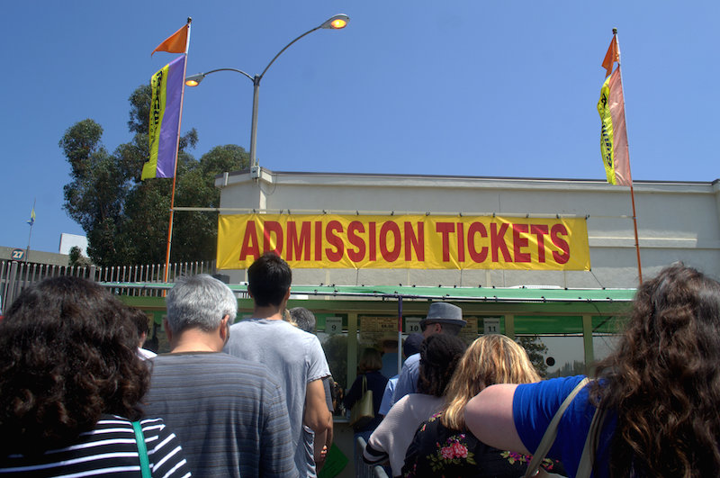 The Line to get Admission to The Rose Bowl Flea Market