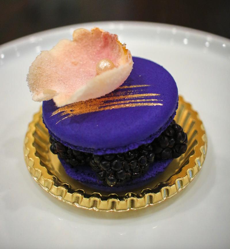 macaron-plate-and-petal
