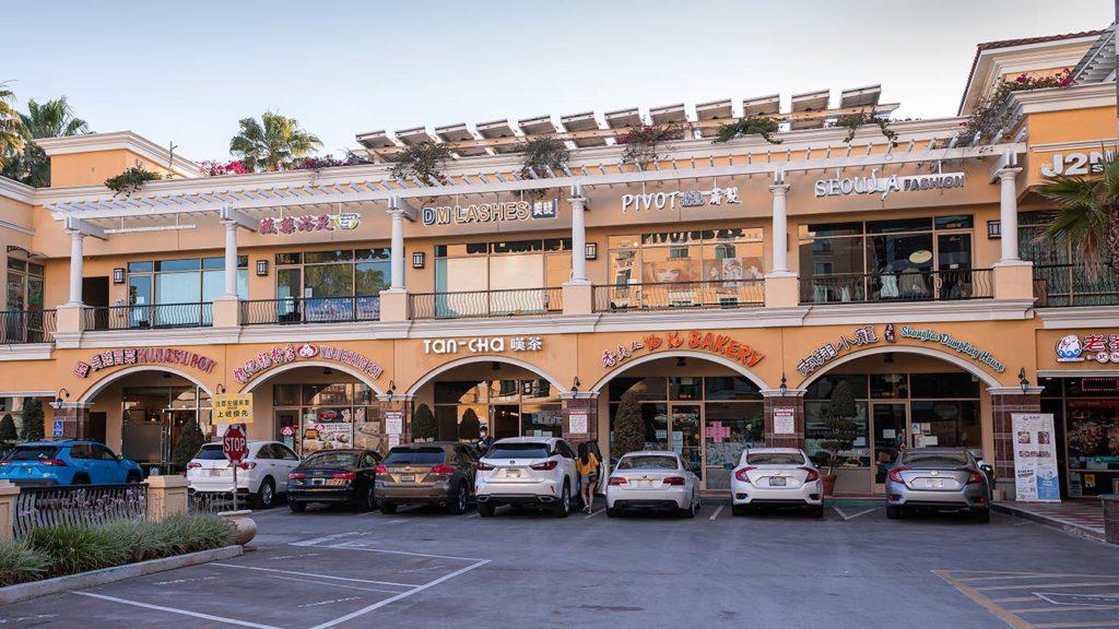 Restaurant and shopping center in San Gabriel